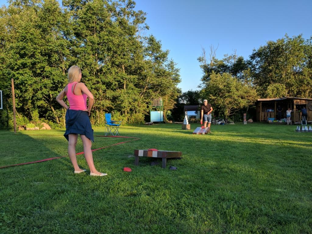 Pievoje žaidžiamas Baggo