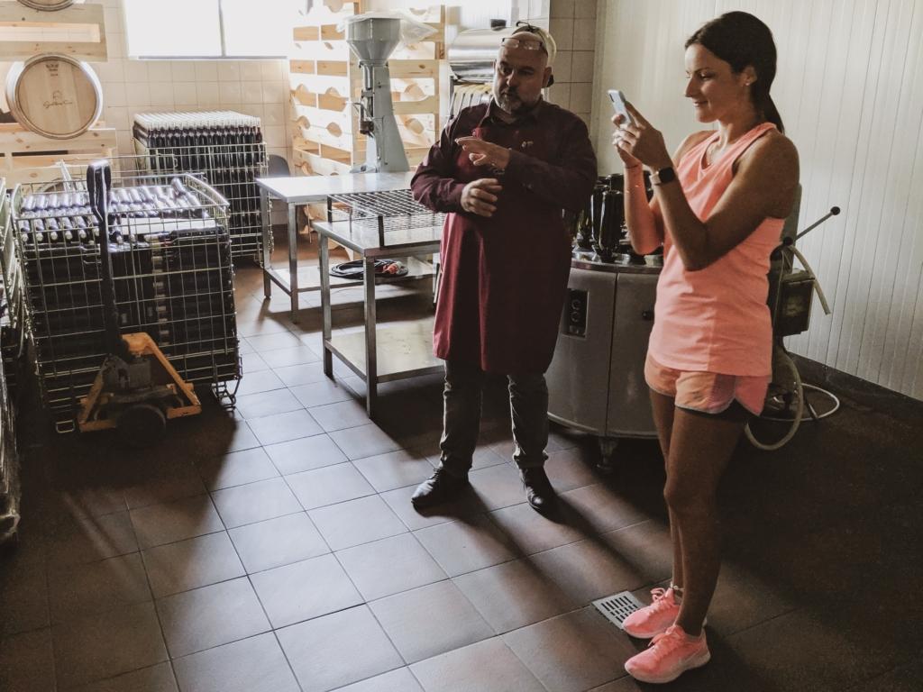 Sino vyninės savininkas pasakoja apie vyno gamybą
