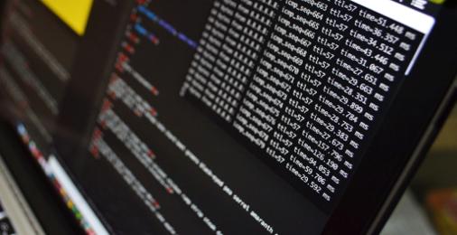 Kompiuterio ekranas su atidarytu terminalu